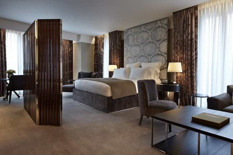 A luxurious place to stay in london bulgari suites for Designhotel london