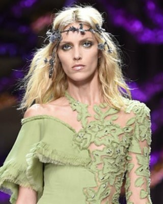 Covetedition-Versace Show in Paris-Anja Rubik