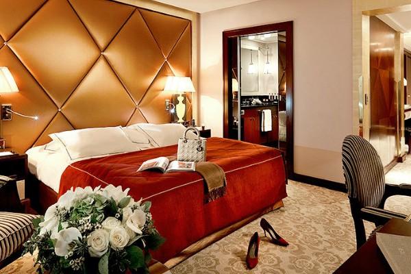 covet-edition-Presidential-Suite-of-Fouquet's-Barrière-in-Paris-bedroom