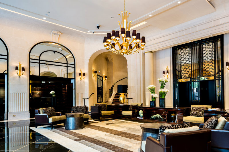 covet-edition-Spectacular-Appartement-Parisien-in-Prince-de-Galles-Lobby