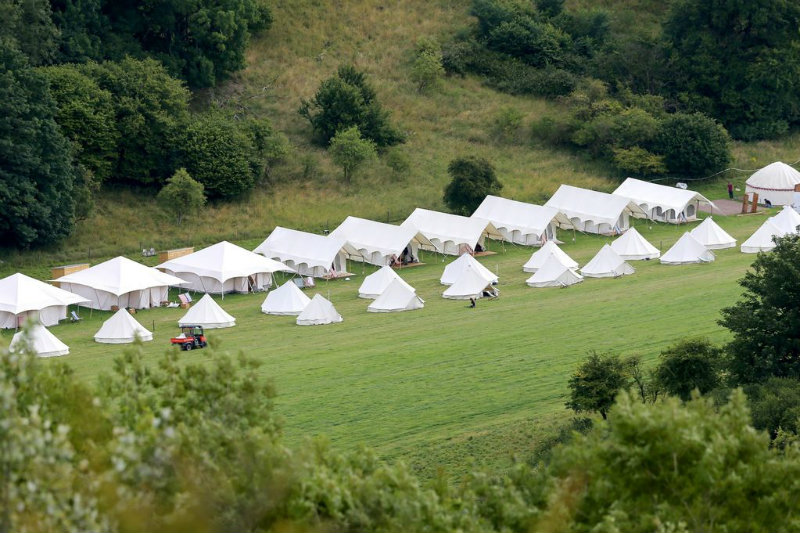 Covetedition-Guy Ritchie and Jacqui Ainsley got married-glamping