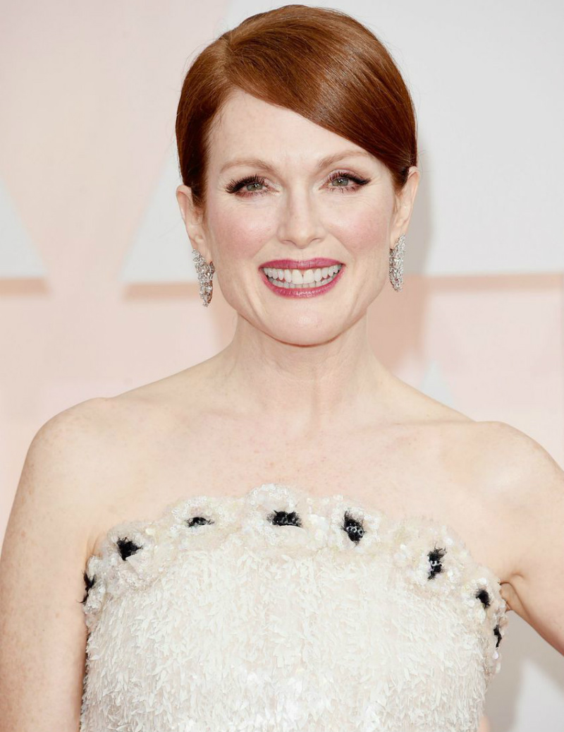covet-edition-red-carpet-review-julianne-moore