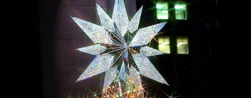 coveted-World-of-Swarovski-star-topping-rockefeller-cristmas-tree  World of Swarovski coveted World of Swarovski star topping rockefeller cristmas tree