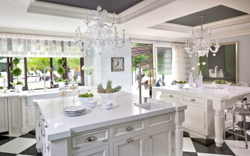coveted-Jeff-Andrews-design-for-Kris-Jenner-kitchen