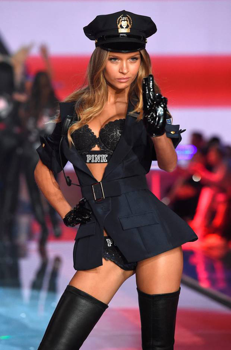 selena-victoria-secret-fashion-show-2015-police