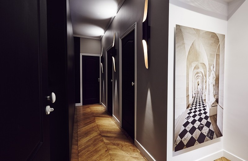 contemporary-interiors-rue-monsieur-paris-hallway