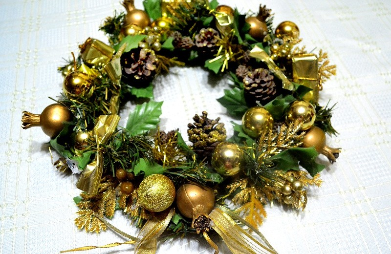 luxury decorating ideas for holiday season luxury decorating ideas for holiday season The best 14 luxury decorating ideas for Holiday Season Create a Festive Holiday Wreath Step 4