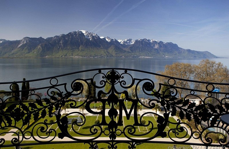 Meet the stunning Fairmont Le Montreux Palace ➤To see more Coveted articles visit us at http://covetedition.com/ #covetedmagazine #luxuryhotels #luxurylifestyle @CovetedMagazine fairmont le montreux palace Meet the stunning Fairmont Le Montreux Palace Fairmont Le Montreux Palace photos Exterior