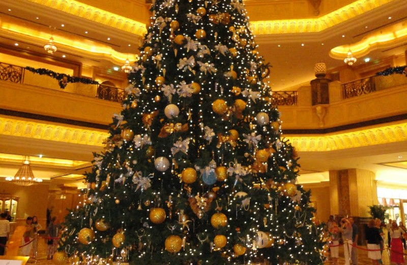Takashimaya's Golden Christmas Tree christmas tree Christmas Tree: Which are the most valuable & beautiful of the world? The Emirates Palace Christmas Tree 11