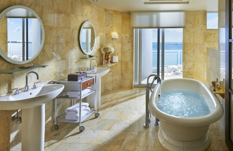 biscayne-bathroom-hotel-mandarin-hotel mandarin oriental Mandarin Oriental Hotel – One of the best 5 stars hotels in Miami. biscayne bathroom hotel mandarin hotel 800x520
