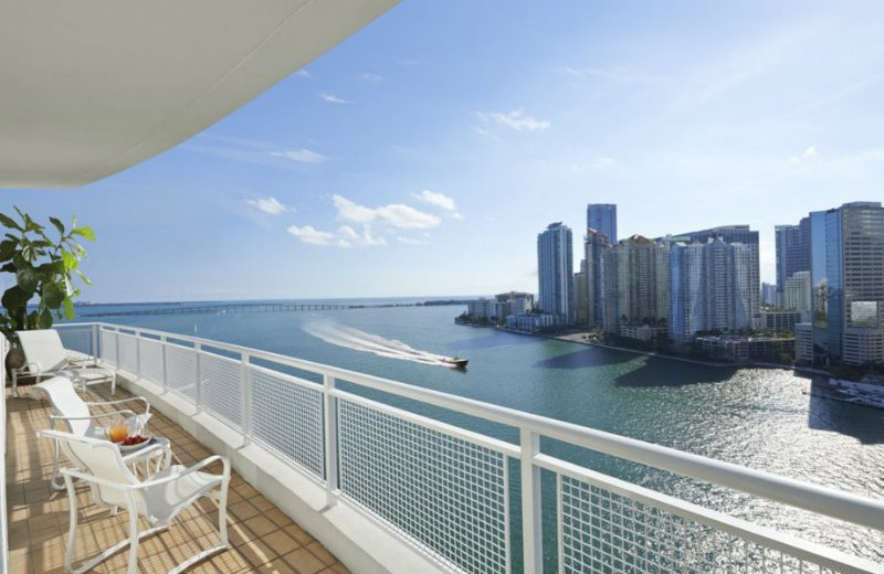 suite-mandarin-balcony mandarin oriental Mandarin Oriental Hotel – One of the best 5 stars hotels in Miami. suite mandarin balcony 800x520
