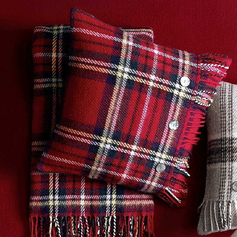 The best 14 luxury decorating ideas for the Holiday Season ➤To see more Coveted articles visit us at http://covetedition.com/ #covetedmagazine #luxuryinteriordesign #luxurylifestyle @CovetedMagazine luxury decorating ideas for holiday season The best 14 luxury decorating ideas for Holiday Season tartan wool throw with fringe wilkes o