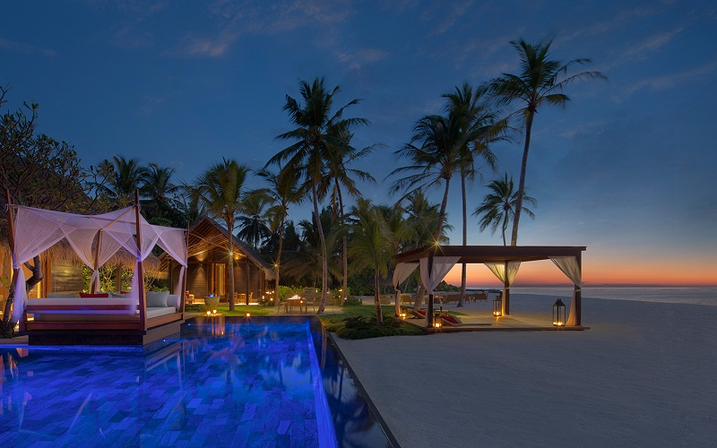 5 Destinations for Warm-Weather Vacations ➤To see more Coveted articles visit us at http://covetedition.com/ #covetedmagazine #luxuryinteriordesign #luxurylifestyle @CovetedMagazine breathtaking destinations 5 Breathtaking Destinations for Warm-Weather Vacations one and only reethi rah grand sunset residence