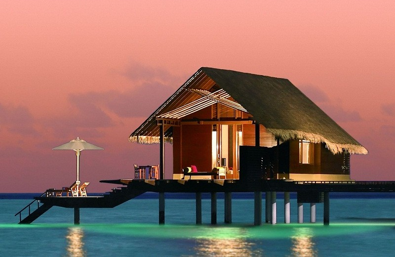 5 Destinations for Warm-Weather Vacations ➤To see more Coveted articles visit us at http://covetedition.com/ #covetedmagazine #luxuryinteriordesign #luxurylifestyle @CovetedMagazine breathtaking destinations 5 Breathtaking Destinations for Warm-Weather Vacations oneonly reethi rah 1 0