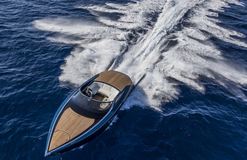 Aston Martin - AM 37 Aston Martin Powerboat Visualise the Spectacular and Inaugural Aston Martin Powerboat AM37 03
