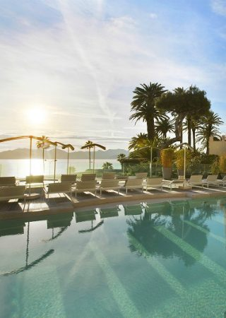 A Mediterranean Experience at Radisson Blu Hotel. To see more news about amazing hotels, subscribe our newsletter right now! #RadissonBluHotel #LuxuryExperience #LuxuryLiving #FrenchRiviera #Croisette #LuxuryHotel #MediterraneanExperience #LuxuryDecor #FrenchHotels #RoomDecor