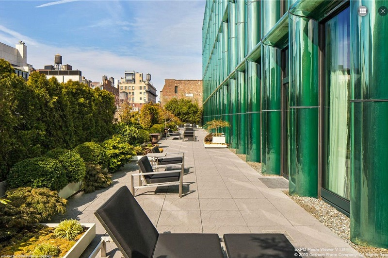 Discover the 50 Best Residential Buildings in New York - Part 2. To see more news about incredible amenities, subscribe our newsletter right now! #bestresidentialbuildings #bestresidentialbuildingsinnewyork #newyorkliving #luxurybuilding #luxuryamenities #stateoftheartamenities #coveted