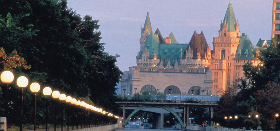 Discover the Enchantment of Fairmont Château Laurier. To see more news about incredible hotels, subscribe our newsletter right now! #fairmontchateaulaurier #accorhotels #luxuryhotels #premierbusinesslodgings #ottawahotels #canadahotels #fairmontgold #wilfridsrestaurant fairmont château laurier Discover the Enchantment of Fairmont Château Laurier Discover the Enchantment of Fairmont Ch  teau Laurier 7