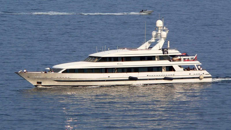 7 Massive and Cutting-Edge Luxury Yachts Owned by Celebrities 6 yachts owned by celebrities 7 Massive and Cutting-Edge Luxury Yachts Owned by Celebrities 7 Massive and Cutting Edge Luxury Yachts Owned by Celebrities 6