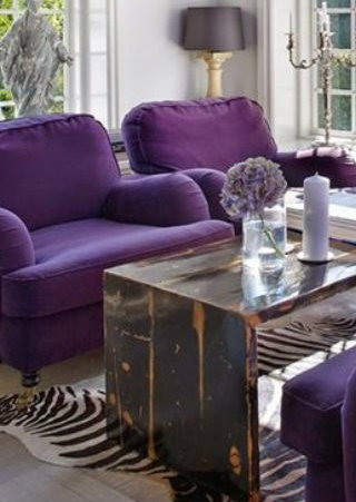 How To Use Ultra Violet In Your Living Room Décor