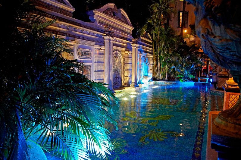 Book a Suite at The Villa, the Former Gianni Versace Mansion. To see more news about luxury hotels, subscribe our newsletter right now! #gianniversace #versacemansion #casacasuarina #amsterdampalace #luxuryhotels #miamibeachhotels #americancrimestory #ushotels #gianniversacemurder gianni versace Book a Suite at The Villa, the Former Gianni Versace Mansion Book a Suite at The Villa the Former Gianni Versace Mansion 1