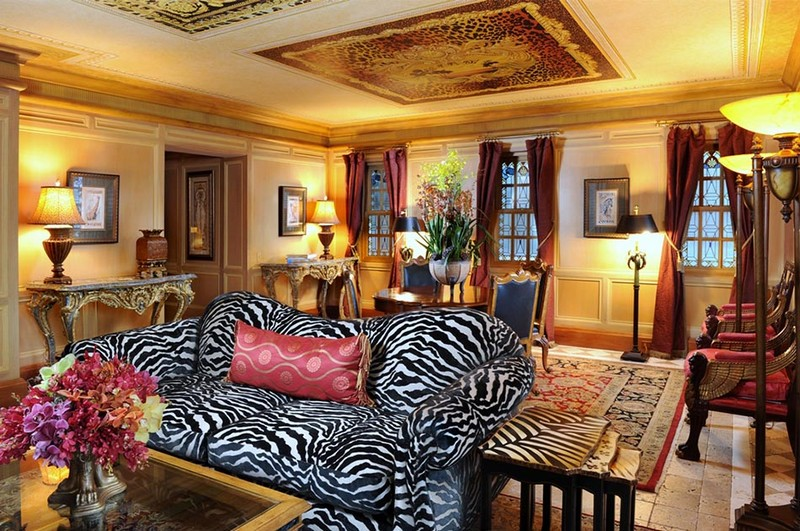 Book a Suite at The Villa, the Former Gianni Versace Mansion. To see more news about luxury hotels, subscribe our newsletter right now! #gianniversace #versacemansion #casacasuarina #amsterdampalace #luxuryhotels #miamibeachhotels #americancrimestory #ushotels #gianniversacemurder gianni versace Book a Suite at The Villa, the Former Gianni Versace Mansion Book a Suite at The Villa the Former Gianni Versace Mansion 11