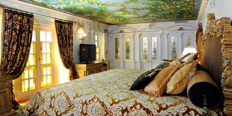 Book a Suite at The Villa, the Former Gianni Versace Mansion. To see more news about luxury hotels, subscribe our newsletter right now! #gianniversace #versacemansion #casacasuarina #amsterdampalace #luxuryhotels #miamibeachhotels #americancrimestory #ushotels #gianniversacemurder gianni versace Book a Suite at The Villa, the Former Gianni Versace Mansion Book a Suite at The Villa the Former Gianni Versace Mansion 17