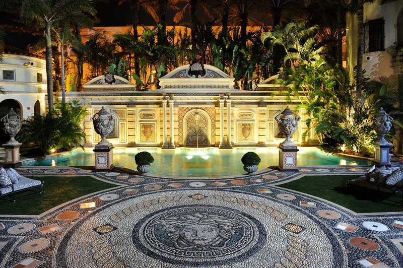 Book a Suite at The Villa, the Former Gianni Versace Mansion. To see more news about luxury hotels, subscribe our newsletter right now! #gianniversace #versacemansion #casacasuarina #amsterdampalace #luxuryhotels #miamibeachhotels #americancrimestory #ushotels #gianniversacemurder gianni versace Book a Suite at The Villa, the Former Gianni Versace Mansion Book a Suite at The Villa the Former Gianni Versace Mansion 18