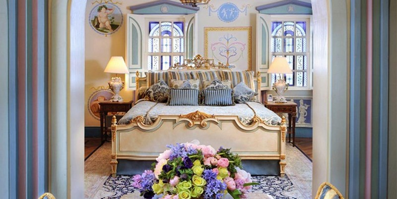Book a Suite at The Villa, the Former Gianni Versace Mansion. To see more news about luxury hotels, subscribe our newsletter right now! #gianniversace #versacemansion #casacasuarina #amsterdampalace #luxuryhotels #miamibeachhotels #americancrimestory #ushotels #gianniversacemurder gianni versace Book a Suite at The Villa, the Former Gianni Versace Mansion Book a Suite at The Villa the Former Gianni Versace Mansion 3