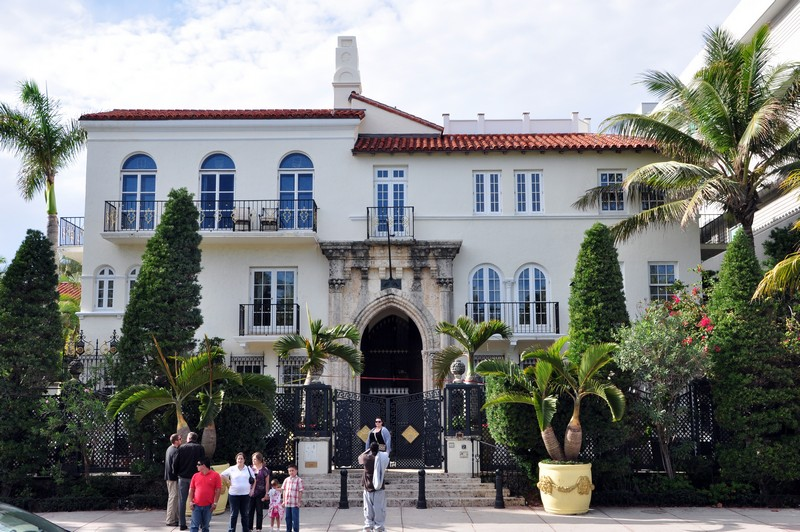 Book a Suite at The Villa, the Former Gianni Versace Mansion. To see more news about luxury hotels, subscribe our newsletter right now! #gianniversace #versacemansion #casacasuarina #amsterdampalace #luxuryhotels #miamibeachhotels #americancrimestory #ushotels #gianniversacemurder gianni versace Book a Suite at The Villa, the Former Gianni Versace Mansion Book a Suite at The Villa the Former Gianni Versace Mansion 8