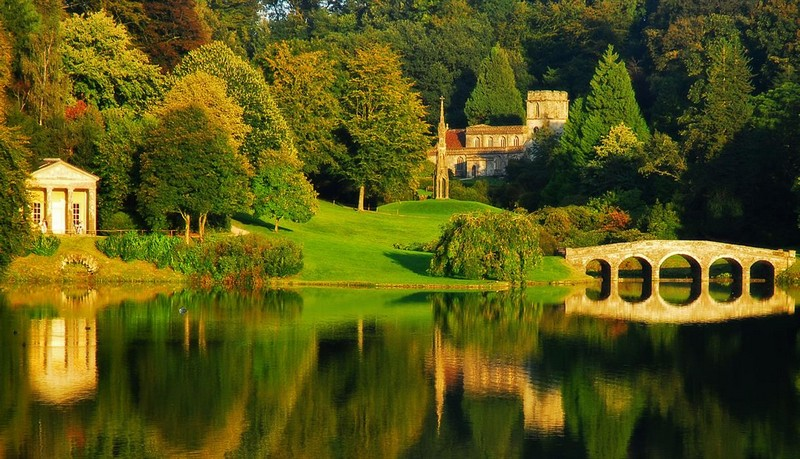 Discover the 15 Best English Gardens You Must Visit. To see more news about luxury travel, subscribe our newsletter right now! #englishgardens #beautifulgardens #levenshall #alnwickgarden #sissinghurstcastle #hidcotemanor #stourhead #coveted #gardensofengland #luxurygardens english gardens Discover the 15 Best English Gardens You Must Visit Discover the 15 Best English Gardens You Must Visit 17