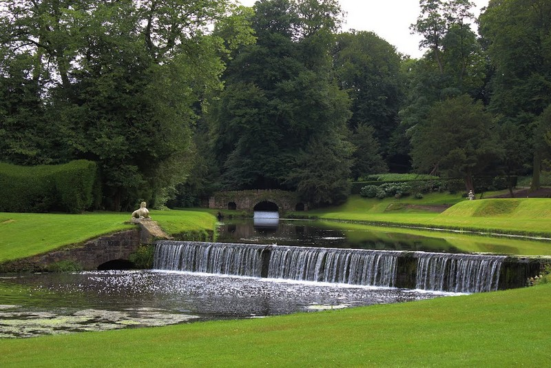 Discover the 15 Best English Gardens You Must Visit. To see more news about luxury travel, subscribe our newsletter right now! #englishgardens #beautifulgardens #levenshall #alnwickgarden #sissinghurstcastle #hidcotemanor #stourhead #coveted #gardensofengland #luxurygardens english gardens Discover the 15 Best English Gardens You Must Visit Discover the 15 Best English Gardens You Must Visit 21