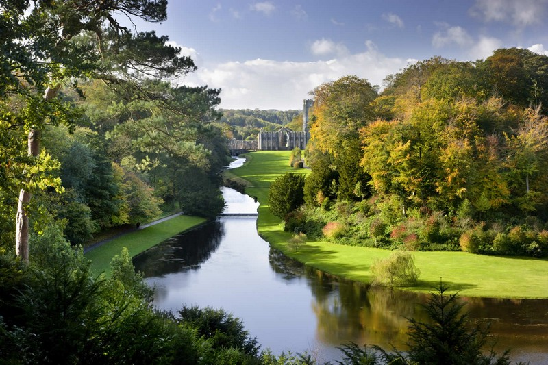Discover the 15 Best English Gardens You Must Visit. To see more news about luxury travel, subscribe our newsletter right now! #englishgardens #beautifulgardens #levenshall #alnwickgarden #sissinghurstcastle #hidcotemanor #stourhead #coveted #gardensofengland #luxurygardens english gardens Discover the 15 Best English Gardens You Must Visit Discover the 15 Best English Gardens You Must Visit 22