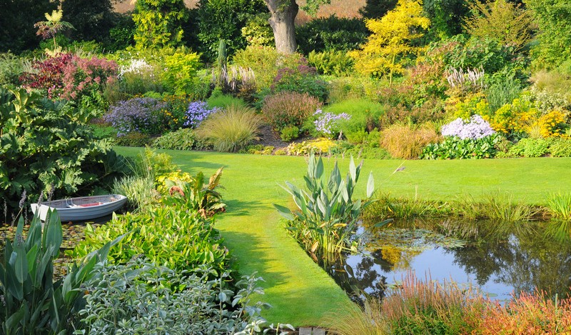 Discover the 15 Best English Gardens You Must Visit. To see more news about luxury travel, subscribe our newsletter right now! #englishgardens #beautifulgardens #levenshall #alnwickgarden #sissinghurstcastle #hidcotemanor #stourhead #coveted #gardensofengland #luxurygardens english gardens Discover the 15 Best English Gardens You Must Visit Discover the 15 Best English Gardens You Must Visit 25