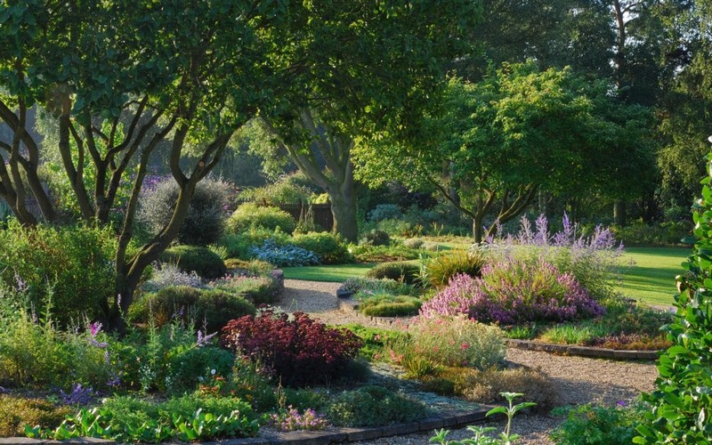 Discover the 15 Best English Gardens You Must Visit. To see more news about luxury travel, subscribe our newsletter right now! #englishgardens #beautifulgardens #levenshall #alnwickgarden #sissinghurstcastle #hidcotemanor #stourhead #coveted #gardensofengland #luxurygardens english gardens Discover the 15 Best English Gardens You Must Visit Discover the 15 Best English Gardens You Must Visit 26