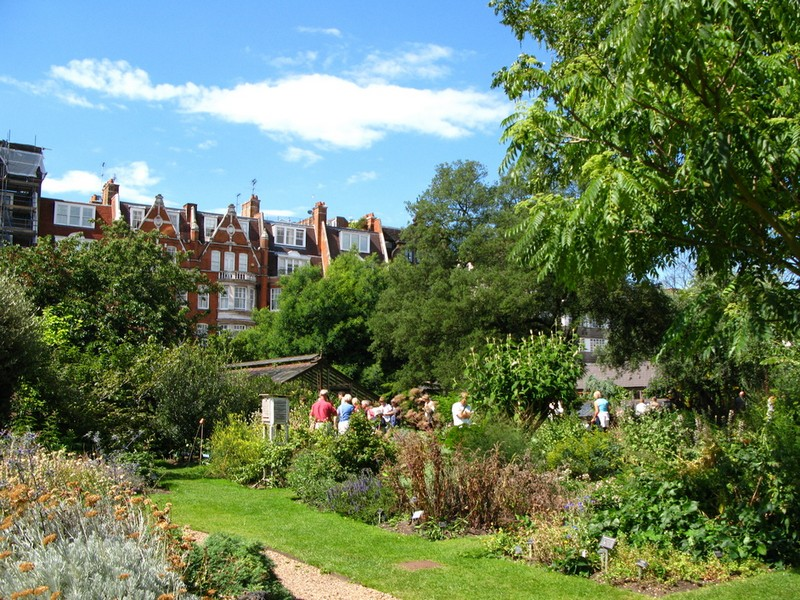 Discover the 15 Best English Gardens You Must Visit. To see more news about luxury travel, subscribe our newsletter right now! #englishgardens #beautifulgardens #levenshall #alnwickgarden #sissinghurstcastle #hidcotemanor #stourhead #coveted #gardensofengland #luxurygardens english gardens Discover the 15 Best English Gardens You Must Visit Discover the 15 Best English Gardens You Must Visit 6