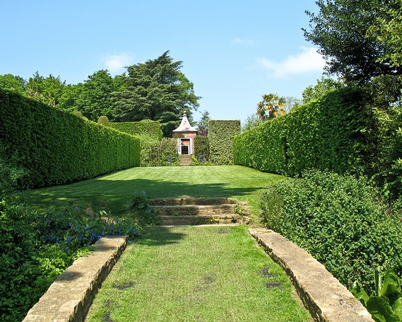 Discover the 15 Best English Gardens You Must Visit. To see more news about luxury travel, subscribe our newsletter right now! #englishgardens #beautifulgardens #levenshall #alnwickgarden #sissinghurstcastle #hidcotemanor #stourhead #coveted #gardensofengland #luxurygardens english gardens Discover the 15 Best English Gardens You Must Visit Discover the 15 Best English Gardens You Must Visit 8