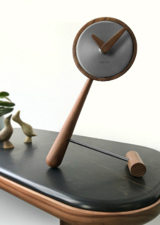 Discover the Avant-Garde Novelties of Nomon Clocks. To see more news about luxury home accessories, subscribe our newsletter right now! #nomonclocks #nomon #atomocollection #minipuntero #graphitecollection #minibarcelona #minibilbao #luxuryclocks #luxuryhomeaccessories