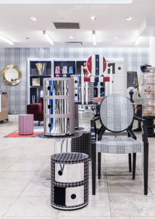 Garage Italia Customs Reinterprets Kartell at Barneys New York. To see more news about design, subscribe our newsletter right now! #kartell #garageitaliacustoms #barneysnewyork #lapoelkann #antoniocitterio #annacastelliferrieri #philippestarck #tokujinyoshioka #luxurybrands