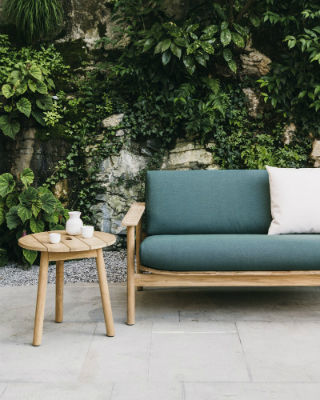 Enjoy the Outdoor Space with the Riva Collection by Kettal. To see more news about design brands, subscribe our newsletter right now! #kettal #rivacollection #luxurybrands #topdesignerbrands #outdoorfurniture #jaspermorrison #patriciaurquiola #outdoordecorideas #outdoordecorating