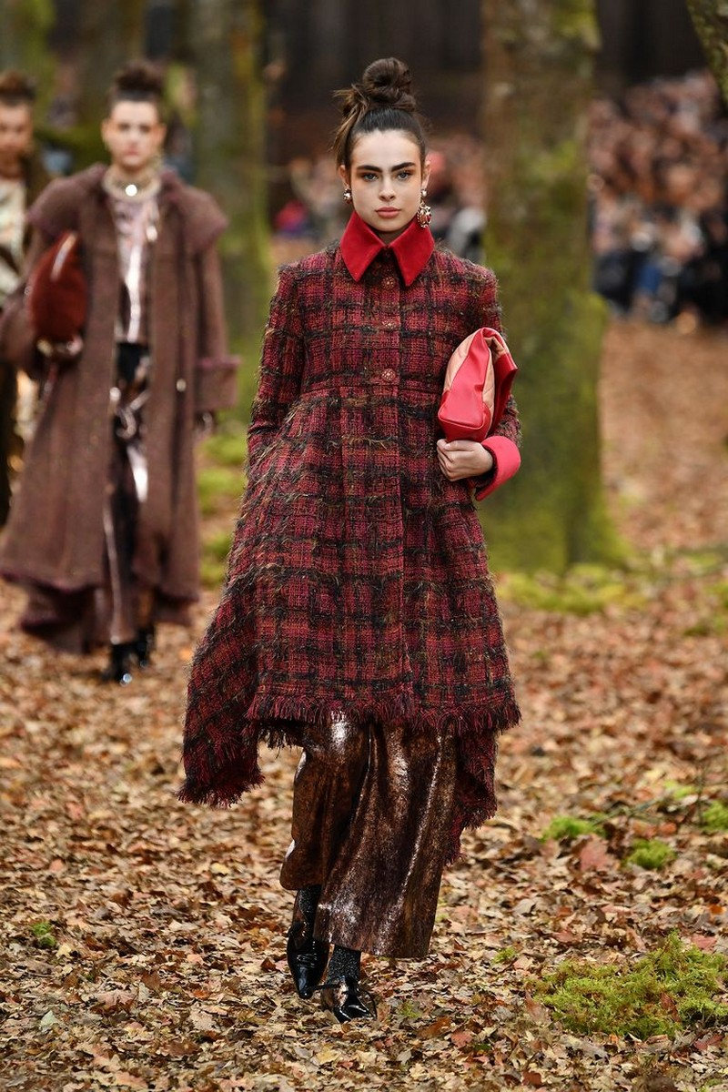 The Top 2018 Fall/Winter Fashion Trends to Follow 2018 fall/winter fashion trends The Top 2018 Fall/Winter Fashion Trends to Follow Go Into the Woods with the Chanel Fall 2018 Show 1