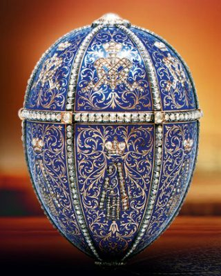 The Iconic Designs of the Renowned Imperial Easter Eggs by Fabergé. To see more news about luxury brands, subscribe our newsletter right now! #imperialeastereggs #faberge #finejewellery #fabergeeggpendants #fabergecharms #luxurybrands #luxuryjewellery #jewellerycollections #eastereggs