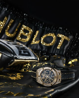 The Knockout Partnership Hublot Vs. Mayweather Unveils Two New Watches. To see more news about luxury watches, subscribe our newsletter right now! #hublot #floydmayweather #floydmoneymayweather #themoneyteam #bigbangunicotmt #fightlabel #luxurybrands #luxurywatches #luxuryboxingshorts