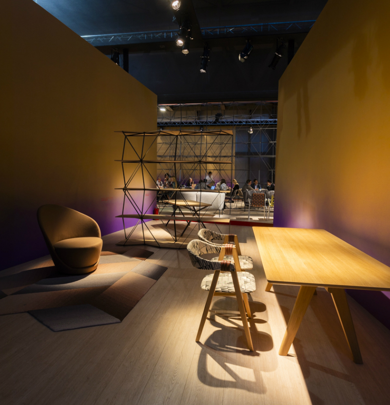 Highlighting morosos contemporary stand at salone del for Salone del mobile stand