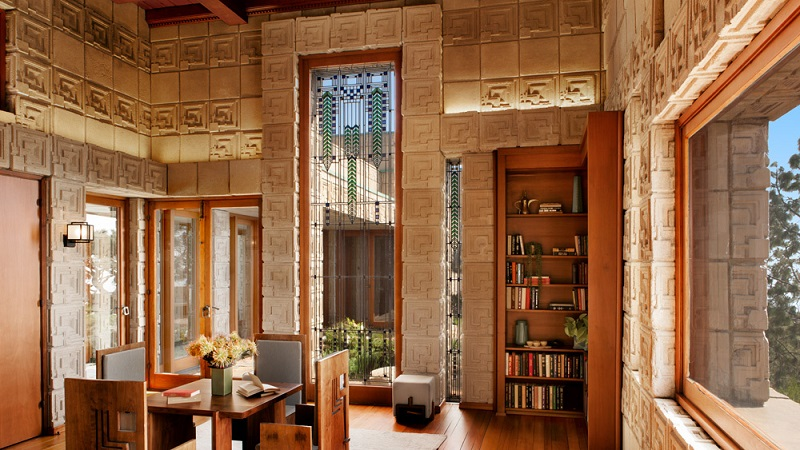 Luxury Home For Sale Designed by American Architect Frank Lloyd Wright ➤ #covetedmagazine #luxurymagazine #luxuryliving #interiordesign #homedecor #milandesignweek2019 #salonedelmobile2019 #isaloni2019 #maisonetobjet ➤ www.covetedition.com ➤ @covetedmagazine @bocadolobo @delightfulll @brabbu @essentialhomeeu @circudesign @mvalentinabath @luxxu @covethouse_ @rug_society @pullcast_jewelryhardware @bybrabbucontract luxury home for sale Luxury Home For Sale Designed by American Architect Frank Lloyd Wright Luxury Home For Sale Designed by American Architect Frank Lloyd Wright 5