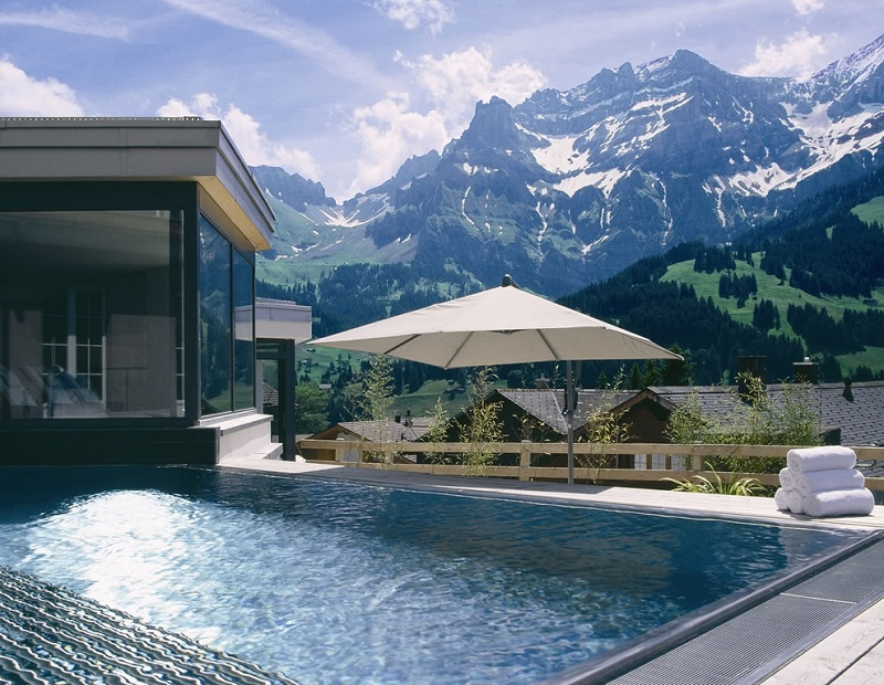 Summer Trends 2018: Most Amazing Swimming Pools in the World ➤ #covetedmagazine #luxurymagazine #luxuryliving #interiordesign #homedecor #milandesignweek2019 #salonedelmobile2019 #isaloni2019 #maisonetobjet ➤ www.covetedition.com ➤ @covetedmagazine @bocadolobo @delightfulll @brabbu @essentialhomeeu @circudesign @mvalentinabath @luxxu @covethouse_ @rug_society @pullcast_jewelryhardware @bybrabbucontract