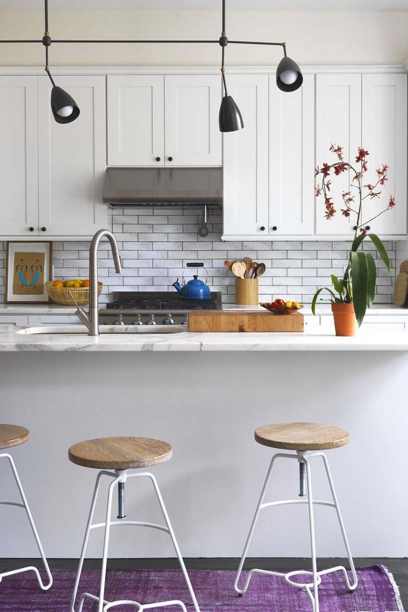 Be Inspired By The Most Amazing Small Kitchen Design Ideas ➤ #covetedmagazine #smallkitchendesignideas #smallkitchendecorideas #interiordesignprojects #inspirations ➤ www.covetedition.com ➤ @covetedmagazine @bocadolobo @delightfulll @brabbu @essentialhomeeu @circudesign @mvalentinabath @luxxu @covethouse_ @rug_society @pullcast_jewelryhardware @bybrabbucontract small kitchen design ideas Be Inspired By The Most Amazing Small Kitchen Design Ideas Be Inspired By The Most Amazing Small Kitchen Design Ideas 9