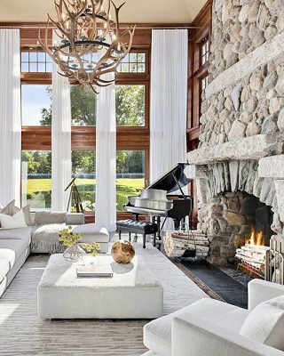 Celebrity Homes To Inspire Your Next Home Renovation Tommy Hilfiger ➤ #covetedmagazine #interiordesign #homedecor #inspirations #luxuryhomes #celebrityhomes #tommyhilfiger ➤ www.covetedition.com ➤ @covetedmagazine @bocadolobo @delightfulll @brabbu @essentialhomeeu @circudesign @mvalentinabath @luxxu @covethouse_ @rug_society @pullcast_jewelryhardware @bybrabbucontract