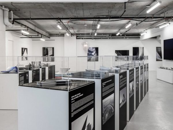 Peek Inside Pop-Up Gallery In New York City by Zaha Hadid Architects ➤ #covetedmagazine #interiordesign #homedecor #luxuryinteriors #zahahadidarchitects ➤ www.covetedition.com ➤ @covetedmagazine @bocadolobo @delightfulll @brabbu @essentialhomeeu @circudesign @mvalentinabath @luxxu @covethouse_ @rug_society @pullcast_jewelryhardware @bybrabbucontract