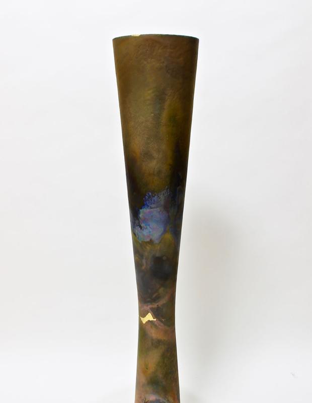 Tomonari Hashimoto creates Ceramic and Metal-like